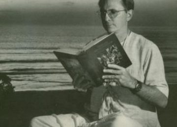 Devotee-Reading-The-Srimad-Bhagavatam