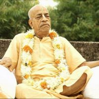 Srila-Prabhupada-Meditating-in-Bombay-India